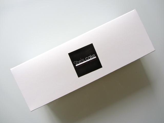She's cake, packaging