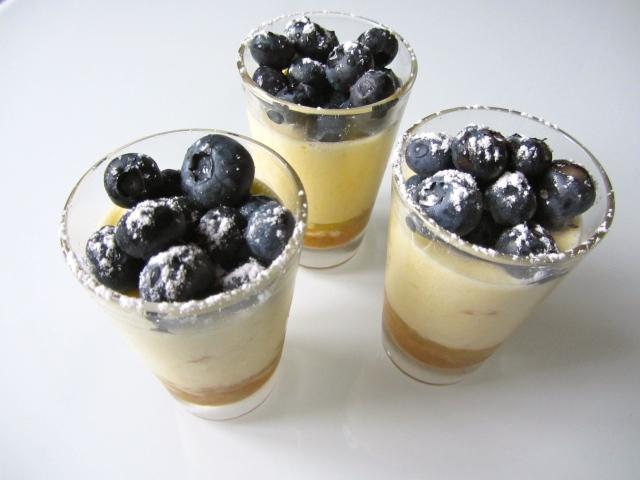 Verrines crème citron, spéculos et myrtilles, présentation 4